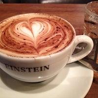 Das Foto wurde bei Café Einstein von Mayela M. am 3/10/2012 aufgenommen