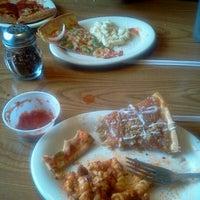 6/19/2012にKevin D.がPizza Hutで撮った写真