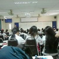 Photo taken at คณะวิทยาศาสตร์และเทคโนโลยี มหาวิทยาลัยเทคโนโลยีราชมงคลธัญบุรี by ????? ?. on 2/15/2012