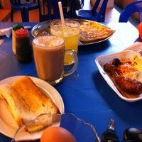 Photo taken at Restoran Al-Nazmaju by Zamzuri Z. on 6/17/2012