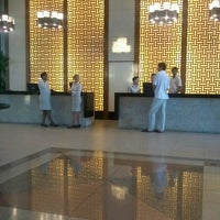 Photo taken at Holiday Inn Glenmarie by Siti Asmah D. on 7/25/2012