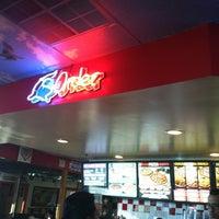Foto tirada no(a) Sharkey's Pizza & Games por Liz B. em 9/4/2012