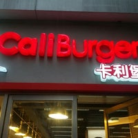 Photo taken at CaliBurger Guangzhou by Mike C. on 7/14/2012