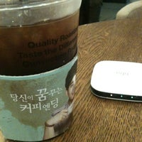 Photo taken at Angel-in-us Coffee by 진석 김. on 9/7/2012