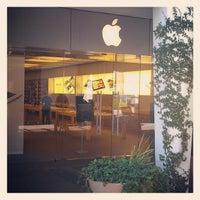 Photo taken at Apple Biltmore by Tom Y. on 5/19/2012