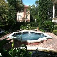 8/14/2012 tarihinde Kristen M.ziyaretçi tarafından Calhoun Mansion'de çekilen fotoğraf