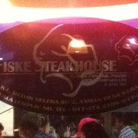 Photo taken at Fiske Steakhouse by Xfirdausx X. on 5/19/2012