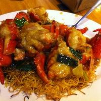 Photo taken at 102 Noodles Town 永旺飯店 by Patty G. on 3/10/2012