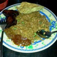 Photo taken at D'Dapur Restoran by Norazmi K. on 2/22/2012