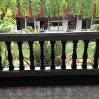 Photo taken at ตึกวิทยาศาสตร์ (ตึกผี) by โอปาลอ~ on 6/8/2012