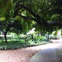 Photo prise au Jardins del Palau Robert par Paola L. le5/20/2012