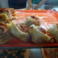 Снимок сделан в Rivoli Pizza пользователем Ryan W. 8/16/2012