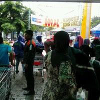 Photo taken at Naga Pasar Swalayan by haris s. on 3/4/2012