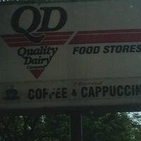 Foto tomada en Quality Dairy por Cindy K. el 7/6/2012