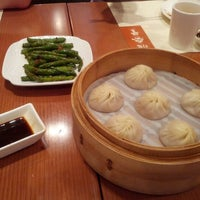 Photo taken at Din Tai Fung by Joeri W. on 7/28/2012
