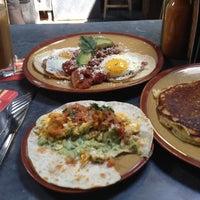 Foto scattata a Lone Star Taco Bar da Karen H. il 9/2/2012