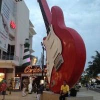 Foto tomada en Forum Cancún por Karloz V. el 6/7/2012