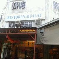 Photo taken at Restaurant Mualaf by Adjienasir A. on 3/29/2012