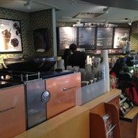 Foto tomada en Starbucks por Myungkyu S. el 5/12/2012
