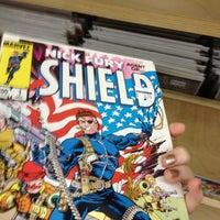 6/16/2012 tarihinde Holly W.ziyaretçi tarafından Bedrock City Comic Co.'de çekilen fotoğraf