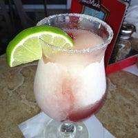 Foto tomada en La Parrilla Mexican Restaurant por Jennifer H. el 7/11/2012