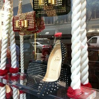Photo prise au Christian Louboutin par Star F. le7/11/2012