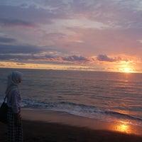 Photo taken at Pantai Padang by Muhamad I. on 3/24/2012
