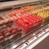 7/22/2012 tarihinde Ludovic C.ziyaretçi tarafından pâtisserie Sadaharu AOKI paris 丸の内店'de çekilen fotoğraf
