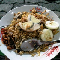 Photo taken at Nasi Goreng Jawa Cak Sogun by August R. on 2/27/2012