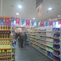 Photo taken at Supermercados Pague Menos by Clayton Ivan S. on 7/11/2012