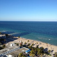 Photo taken at Hilton Fort Lauderdale Beach Resort by Cesar R. on 3/24/2012