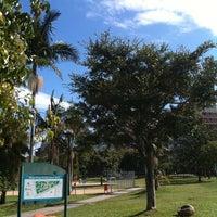 Foto tirada no(a) Praça Carlos Simão Arnt (Praça da Encol) por Thais L. em 4/23/2012