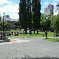 Foto scattata a Washington Square Park da Tria W. il 6/30/2012