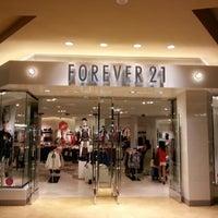 Photo taken at Forever 21 by Arni G. on 8/24/2012