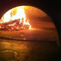 Das Foto wurde bei Menomalé Pizza Napoletana von David L. am 9/11/2012 aufgenommen