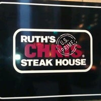 Foto diambil di Ruth's Chris Steak House oleh 🎀 pada 9/13/2012