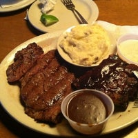 Foto diambil di Texas Roadhouse oleh Eunice H. pada 5/5/2012