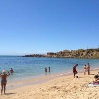 Foto tirada no(a) Praia de São Pedro do Estoril por Jose O. em 8/26/2012