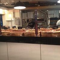 Das Foto wurde bei We, The Pizza von Joe S. am 2/21/2012 aufgenommen