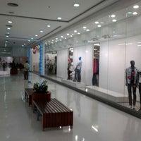 Photo taken at Shopping Poços de Caldas by Giuliano R. on 5/24/2012