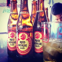 Photo taken at Pipeline Bar & Grill by chacha e. on 8/16/2012