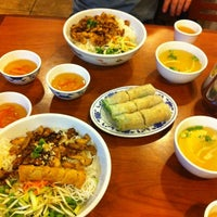 Photo taken at Phở Huỹnh Hiệp 2 - Kevin & Chris's Noodle House by Max R. on 5/27/2012
