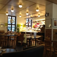Foto scattata a SIS. Deli + Café da Kari K. il 2/21/2012
