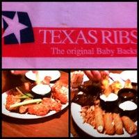 Foto tomada en Texas Ribs® por Jassie T. el 4/7/2012