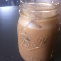 Foto tomada en Little Amps Coffee Roasters por Josh M. el 3/15/2012