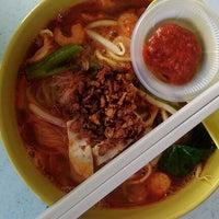 Photo taken at Restoran Yong Len by Kathlynn on 6/10/2012