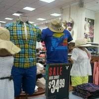 Photo taken at American Eagle Outfitters by Dora T. on 5/18/2012
