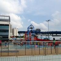 รูปภาพถ่ายที่ Jurong West Swimming Complex โดย Wong K. เมื่อ 7/29/2012