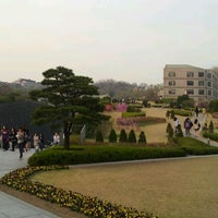 Photo taken at 이화여자대학교 ECC 열람실 (Ewha Womans University ECC Center Library) by Elina hyohyo H. on 4/19/2012