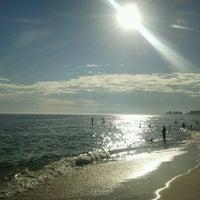 Foto tirada no(a) Praia do Pepê por Marco C. em 2/23/2012